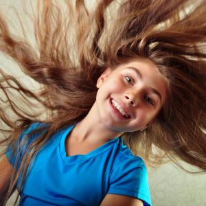 Gymnastik pige med vildt hår