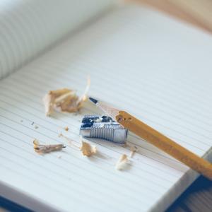 blok, blyant og blyantspidser